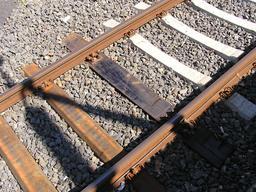 Traverses de voie ferrée. Source : http://data.abuledu.org/URI/56c264ec-traverses-de-voie-ferree
