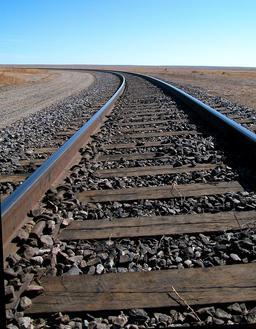 Traverses de voie ferrée en bois. Source : http://data.abuledu.org/URI/56c266cc-traverses-de-voie-ferree-en-bois