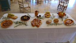 Treize desserts à Caderousse. Source : http://data.abuledu.org/URI/50430f05-treize-desserts-a-caderousse