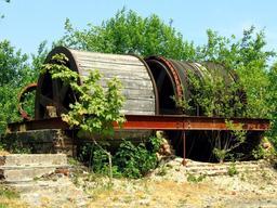 Treuil d'ardoisière. Source : http://data.abuledu.org/URI/50e63362-treuil-d-ardoisiere