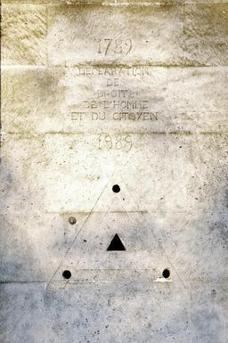 Triangle maçonnique du bicentenaire de la Révolution Française. Source : http://data.abuledu.org/URI/53e334ff-triangle-maconnique-du-bicentenaire-de-la-revolution-francaise