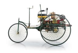 Tricycle Benz à moteur en 1886. Source : http://data.abuledu.org/URI/5657228b-tricycle-benz-a-moteur-en-1886