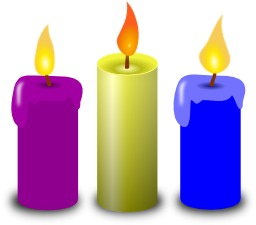 Trois bougies allumées. Source : http://data.abuledu.org/URI/53ccfd89-trois-bougies-allumees
