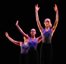 Trois danseuses contemporaines. Source : http://data.abuledu.org/URI/5336930b-trois-danseuses-contemporaines