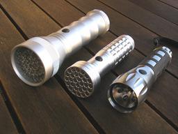 Trois lampes de poche. Source : http://data.abuledu.org/URI/538a50b9-trois-lampes-de-poche