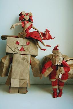 Trois papertoys en origami. Source : http://data.abuledu.org/URI/52f26321-trois-papertoys-en-origami