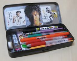 Trousse d'écolier japonais. Source : http://data.abuledu.org/URI/5369495a-trousse-d-ecolier-japonais