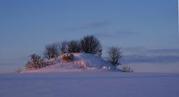 Tumulus danois en hiver. Source : http://data.abuledu.org/URI/54af0710-tumulus-danois-en-hiver