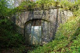 Tunnel ferré du Puits Arthur du Chérimont. Source : http://data.abuledu.org/URI/53d3f053-tunnel-ferre-du-puits-arthur-du-cherimont