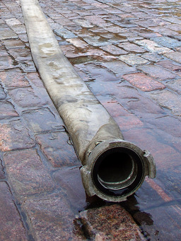 Tuyau d'incendie. Source : http://data.abuledu.org/URI/501fefba-tuyau-d-incendie