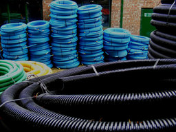 Tuyaux en plastique. Source : http://data.abuledu.org/URI/501ff3c9-tuyaux-en-plastique