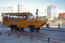Un autobus jaune. Source : http://data.abuledu.org/URI/546af182-un-autobus-jaune