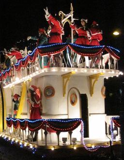 Un bateau à la bataille des fleurs de Jersey. Source : http://data.abuledu.org/URI/525fd479-un-bateau-a-la-bataille-des-fleurs-de-jersey