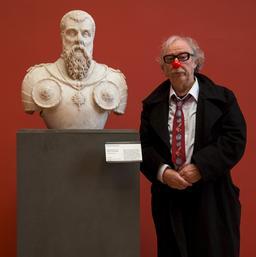 Un clown au musée. Source : http://data.abuledu.org/URI/585ff9c6-un-clown-au-musee