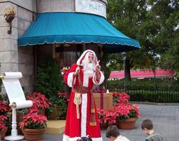 Un Père Noël et les enfants. Source : http://data.abuledu.org/URI/52b2c9b8-un-pere-noel-et-les-enfants