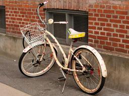 Une bicyclette recouverte de coeurs. Source : http://data.abuledu.org/URI/5330bfab-une-bicyclette-recouverte-de-coeurs