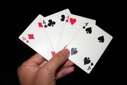 Une main de quatre quatre. Source : http://data.abuledu.org/URI/53b6b373-une-main-de-quatre