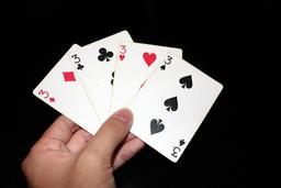 Une main de quatre trois. Source : http://data.abuledu.org/URI/53b67c9b-une-main-de-quatre-trois