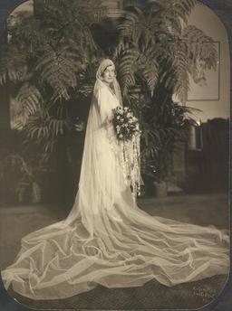 Une mariée en 1929. Source : http://data.abuledu.org/URI/53726d5a-une-mariee-en-1929