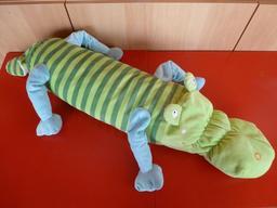 Une peluche crocodile. Source : http://data.abuledu.org/URI/53ffd14f-une-peluche-crocodile