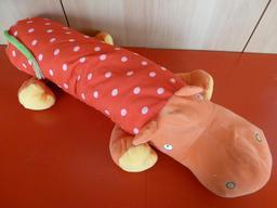 Une peluche hippopotame. Source : http://data.abuledu.org/URI/53ffd0f8-une-peluche-hippopotame