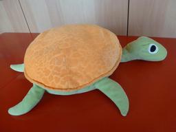 Une peluche tortue. Source : http://data.abuledu.org/URI/53ffd2c9-une-peluche-tortue