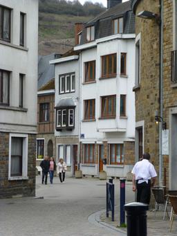 Une rue de La Roche-en-Ardenne. Source : http://data.abuledu.org/URI/57168ee6-une-rue-de-la-roche-en-ardenne