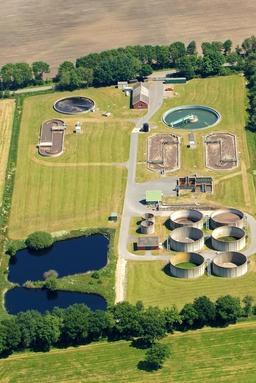 Usine d'épuration des eaux usées. Source : http://data.abuledu.org/URI/56b78464-usine-d-epuration-des-eaux-usees