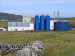 Usine de production de farine de poisson en Écosse. Source : http://data.abuledu.org/URI/52e3eff7-usine-de-production-de-farine-de-poisson-en-ecosse