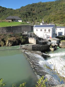 Usine hydro-électrique de Licq-Atherey. Source : http://data.abuledu.org/URI/56b75900-usine-hydro-electrique-de-licq-atherey