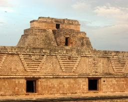 Uxmal. Source : http://data.abuledu.org/URI/518432d7-uxmal