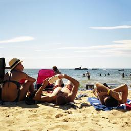 Vacances sur la plage. Source : http://data.abuledu.org/URI/5339a69a-vaances-sur-la-plage
