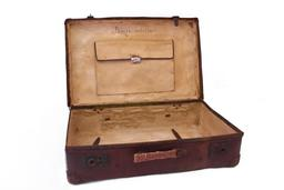 Valise en cuir. Source : http://data.abuledu.org/URI/583b5516-valise-en-cuir