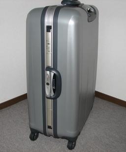 Valise rigide à roulettes. Source : http://data.abuledu.org/URI/5362c421-valise-rigide-a-roulettes