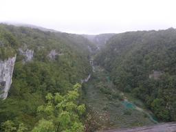 Vallée dans le parc national de Plitvice en Croatie. Source : http://data.abuledu.org/URI/556181ea-vallee-dans-le-parc-national-de-plitvice-en-croatie