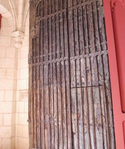 Vantail dans l'église de Saint-Macaire-33. Source : http://data.abuledu.org/URI/599a9d5d-vantail-dans-l-eglise-de-saint-macaire-33