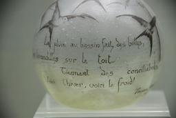 Vase aux hirondelles. Source : http://data.abuledu.org/URI/517a28b8-vase-aux-hirondelles