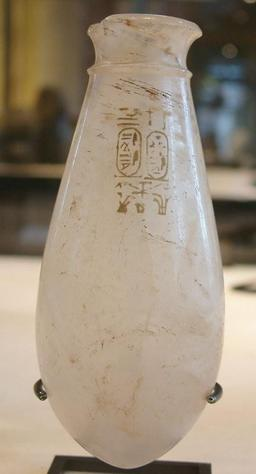 Vase égyptien. Source : http://data.abuledu.org/URI/52ea2bb0-vase-egyptien
