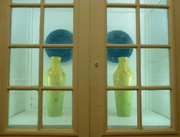 Vases de la Manufacture de porcelaine de Sèvres. Source : http://data.abuledu.org/URI/585d4b3b-vases-de-la-manufacture-de-porcelaine-de-sevres