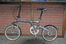 Vélo pliable. Source : http://data.abuledu.org/URI/51c1d32e-velo-pliable