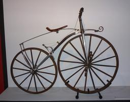 Vélocipède à pédales Michaux. Source : http://data.abuledu.org/URI/5370dbc3-wiemu05-jpg