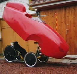 Velomobile. Source : http://data.abuledu.org/URI/51b091e4-velomobile
