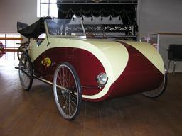 Vélomobile à deux places. Source : http://data.abuledu.org/URI/51fb69c5-velomobile-a-deux-places