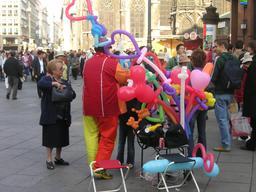 Vendeur de ballons. Source : http://data.abuledu.org/URI/5314dd7f-vendeur-de-ballons