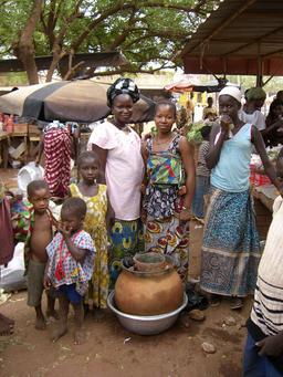 Vente de légumes dans un marché africain. Source : http://data.abuledu.org/URI/58d25097-vente-de-legumes-dans-un-marche-africain