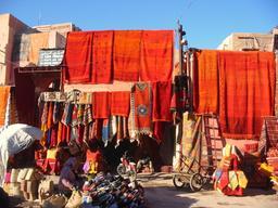 Vente de tapis à Marrakech. Source : http://data.abuledu.org/URI/53ae15bb-vente-de-tapis-a-marrakech