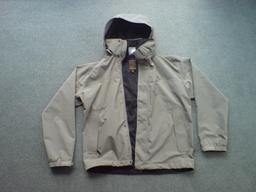 Veste coupe-vent avec capuche. Source : http://data.abuledu.org/URI/50fc3b76-veste-coupe-vent-avec-capuche