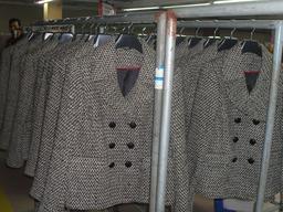 Vestes de tailleur en vente. Source : http://data.abuledu.org/URI/50fb41fe-vestes-de-tailleur-en-vente
