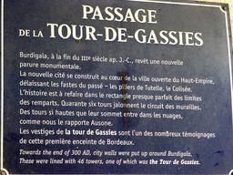 Vestige du rempart antique à Bordeaux. Source : http://data.abuledu.org/URI/58298018-vestige-du-rempart-antique-a-bordeaux