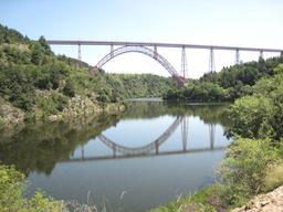 Viaduc de Garabit dans le Cantal. Source : http://data.abuledu.org/URI/547cf854-viaduc-de-garabit-dans-le-cantal